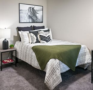 Furnished, High-End Apartments - Image 02